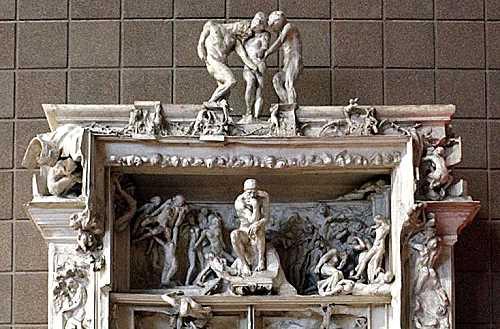 Modello di fusione in gesso in scala 11 della monumentale Porta dell'Inferno di Auguste Rodin