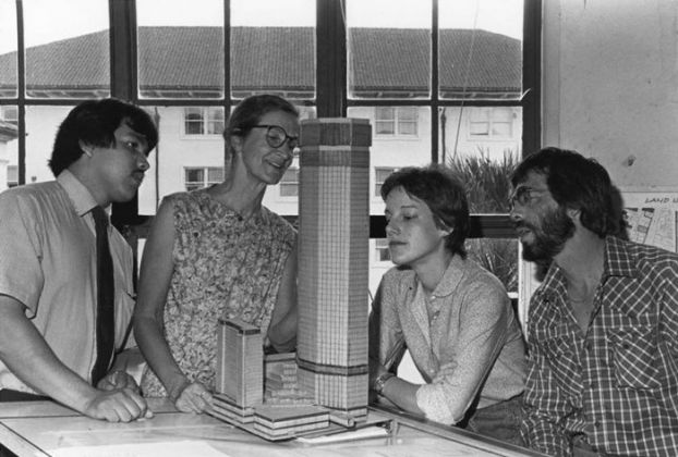 Natalie de Blois with students at UT Austin in the 1980s. Courtesy of the University of Texas at Austin.