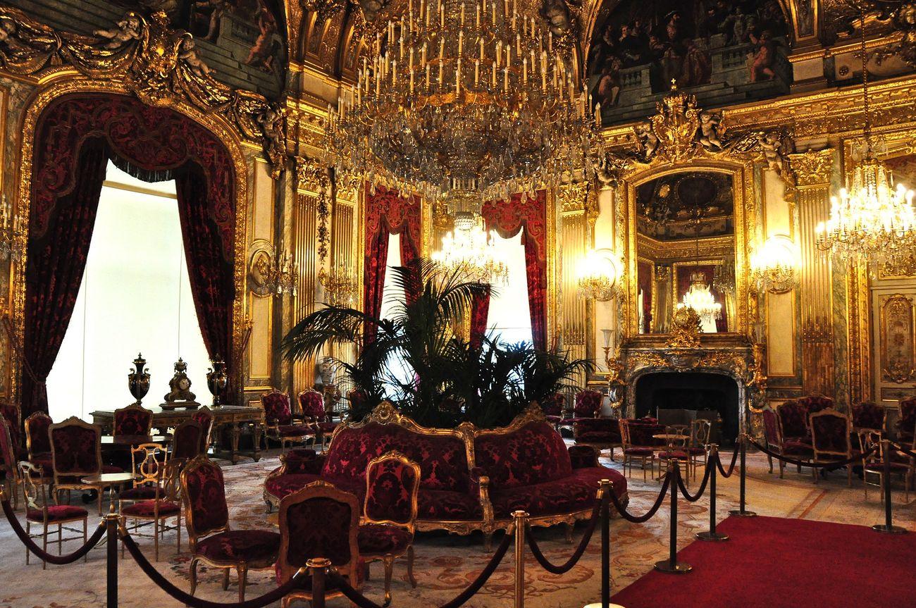 Una sala degli appartamenti di Napoleone III al Louvre di Parigi